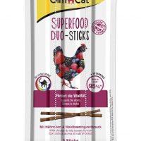 Лакомства за котки – GimCat Superfood Duo-Sticks – Саламена пръчица с пилешко месо и горски плодове 3 бр.
